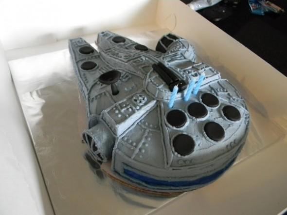 milenium falcon cake