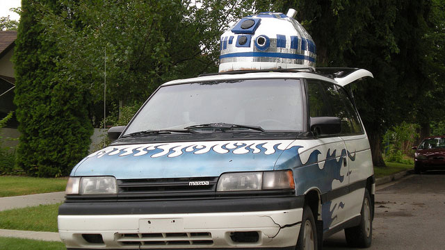Huge Star Wars R2-D2 in a Van