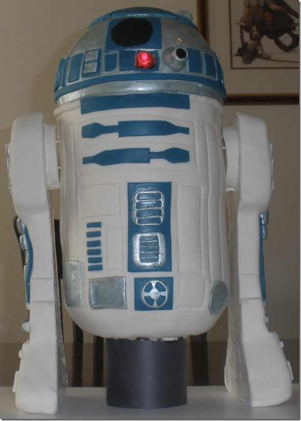 R2-D2 Cake by A Little Piece of Cake