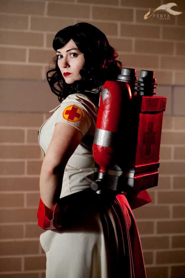 Female Team Fortress 2 Medic Cosplay