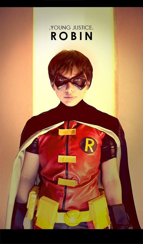 Young Justice Robin Cosplay