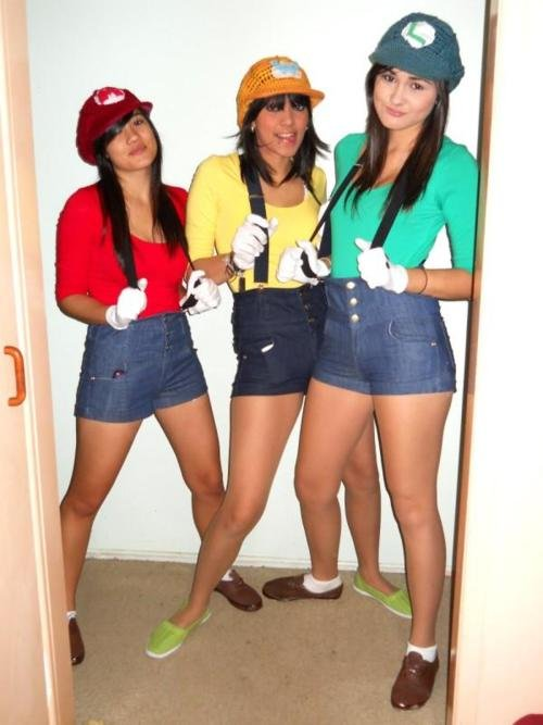 Female-Super-Mario-Bros-Cosplay-as-Mario-Wario-and-Luigi.jpg
