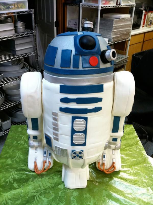 Amazing R2-D2 Cake