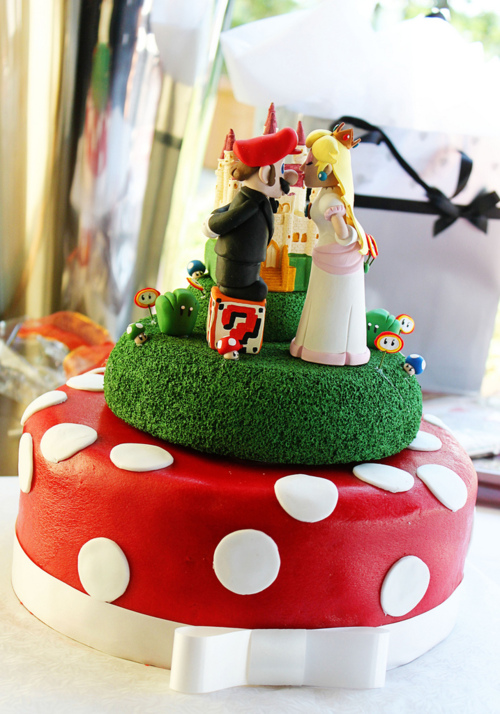 Super Mario and Princess Peach Wedding Cake by Anja Alemania