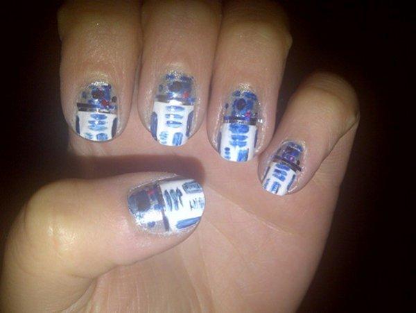 R2-D2 Nail Art