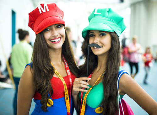 Lady Mario and Luigi Cosplay Photographed by Onigun
