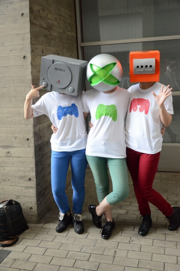 PS1, Xbox and GameCube Game Console Cosplay