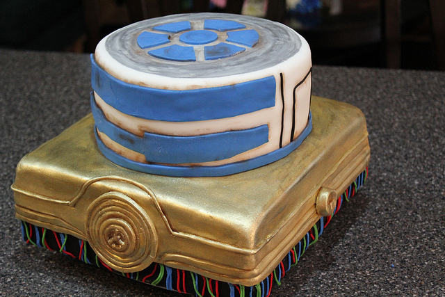 R2-D2 and C-3PO Cake