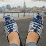Hand Painted R2-D2 TOMS Shoes [pic]