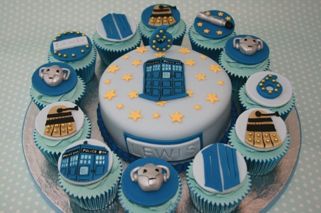 Doctor Who Cupcakes and Doctor Who Cake